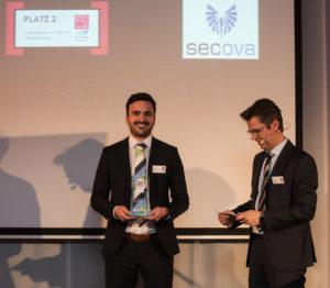 Prokurist Nicolas Lulay nimmt die GPtW-Auszeichnung entgegen